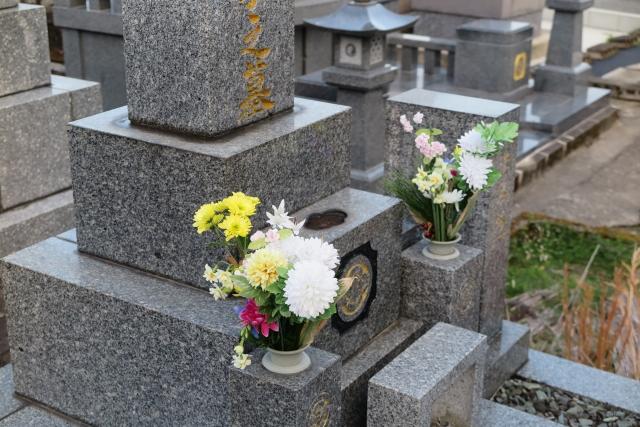 墓地や仏具の購入により相続税の節税をする方法|3つの注意点を合わせて紹介